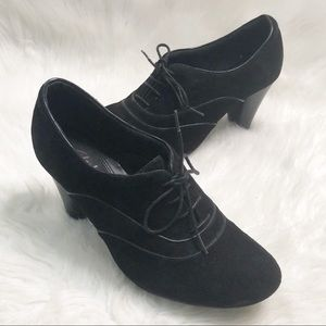 Clark's Bendables Black Suede Oxford Lace Up Heels
